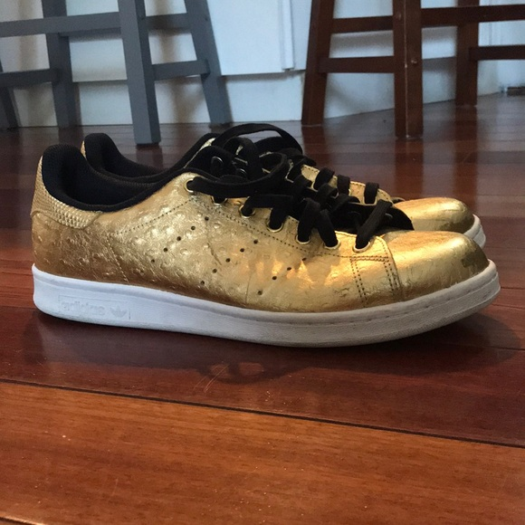 new product 59b4c 403b9 adidas Originals Stan Smith Men's Shoes Gold
